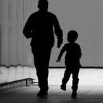 Bố ngoại tình và muốn mang con riêng về nuôi