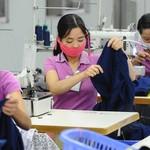 Doanh nghiệp dệt may thích ứng với điều kiện mới, vừa phòng chống dịch, vừa đảm bảo sản xuất