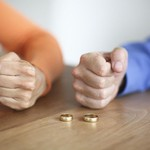 Chồng ngoại tình nên tha thứ?