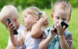 Hiểm họa đối với trẻ nhỏ đằng sau thiết bị di động trong gia đình