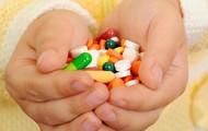 Cứ 100 trẻ uống kháng sinh thì 5 trẻ bị tác dụng phụ, đừng thấy con ho, sổ mũi mà bố mẹ đã sốt sắng cho uống thuốc ngay