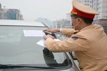 Quảng Ninh: Cảnh sát ghi hình vi phạm, dán giấy xử phạt trên phương tiện