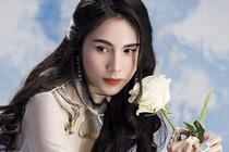 Sao Việt: Thủy Tiên khoe ảnh Công Vinh chụp, Mũi trưởng Long công khai một đời vợ?