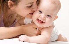 Trẻ sơ sinh cũng có mụn trứng cá và mẹ cần biết cách điều trị hiệu quả tại nhà
