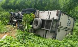 Thương tâm tài xế bị xe tải của mình tụt dốc đè tử vong khi dừng đi vệ sinh