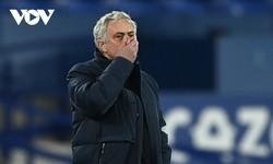 CHÍNH THỨC: Tottenham sa thải HLV Mourinho
