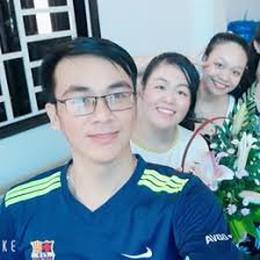 Family Selfie - Nguyễn Sen