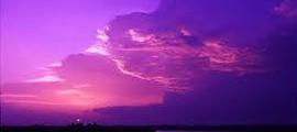 Mây tía ngang trời